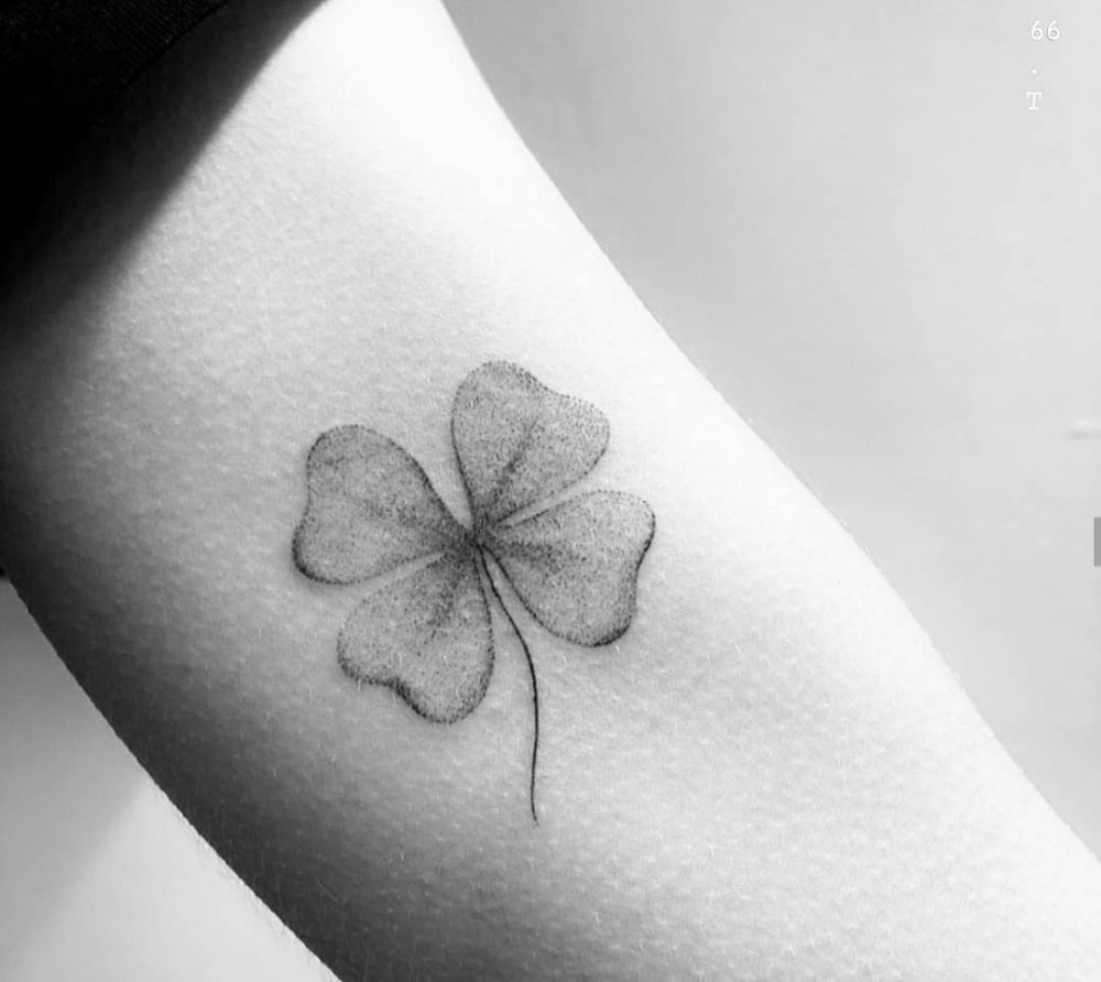 """""""Do Single Needle Tattoos Last Longer And Hurt Less? Check Out These 63+ Simple Minimalist Design Ideas single needle tattoo designs single needle tattoo ideas minimalist tattoos with meaning delicate minimalist tattoos minimalist tattoo flower minimalist tattoo sleeve minimalist cat tattoo tattoo ideas minimalist family tattoo simplistic tattoo minimal tattoo"""""""