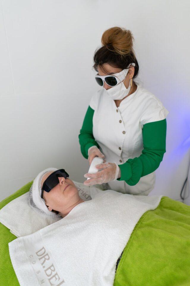 master doing laser epilation procedure with apparatus